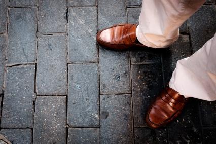 Buenos zapatos, la principal herramienta para el fotografo callejero, por rober tomas