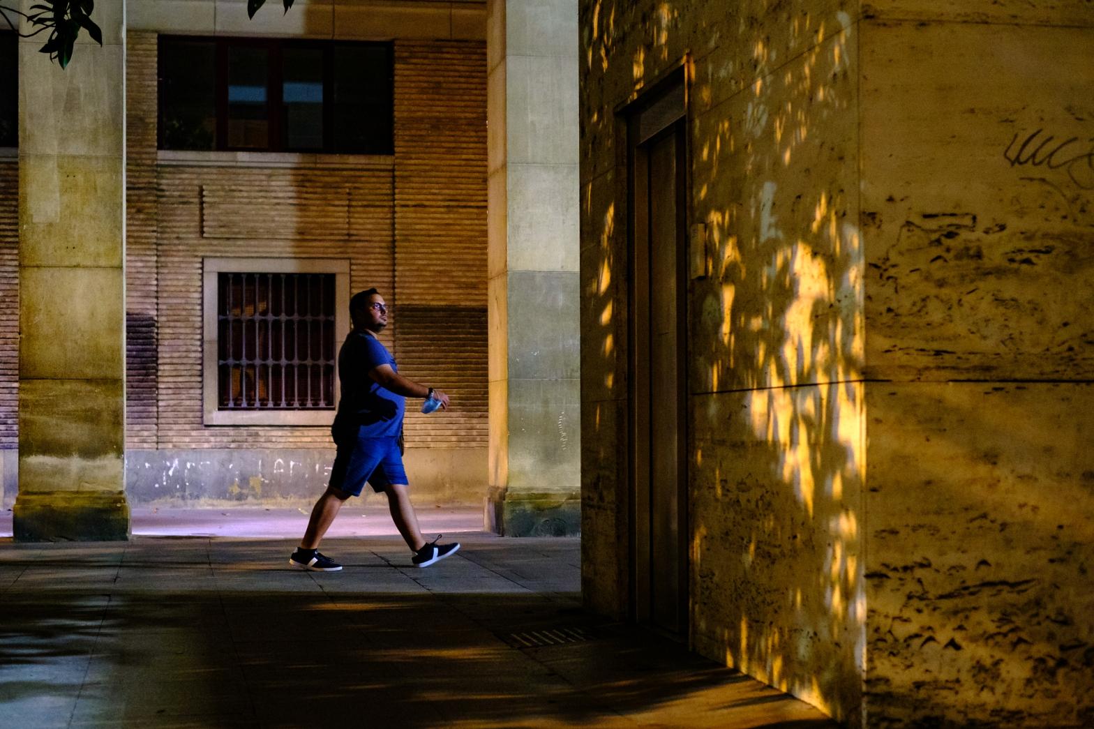 Taller de fotografia de calle nocturna en zaragoza con rober tomas