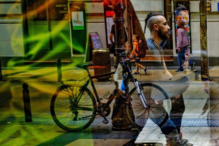 http://robertomasfoto.com Rober Tomas. Fotografia de Calle, cursos y talleres de fotografía